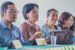 KANCHANABURI THAILAND - JUNI 1: Niet geïdentificeerde leraren welkom t stock foto's