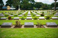 Kanchanaburi, Thailand - 7. November 2015: Historische Monumente Kriegs-Kirchhof-Don Raks von verb?ndeten Gefangenen des Zweiten  lizenzfreie stockfotos