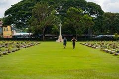 Kanchanaburi, Thailand - 7. November 2015: Historische Monumente Kriegs-Kirchhof-Don Raks von verb?ndeten Gefangenen des Zweiten  lizenzfreie stockfotografie