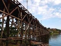 KANCHANABURI, THAILAND - 25. NOVEMBER: nicht identifizierter Tourist genießen Lizenzfreies Stockbild