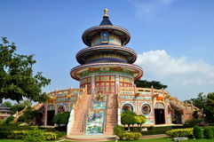 Kanchanaburi, Thailand: Qing Shou Si Tempel Lizenzfreie Stockbilder