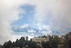 Kanchenjunga庄严被雪复盖的看法  库存图片