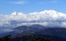 Kanchenjunga poderoso do sono buddha do sandakphu bengal ocidental india em manhãs do inverno foto de stock royalty free