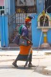 Kanchipuram, Tamil Nadu, India, 19 Maart, 2015: De niet geïdentificeerde oude straat van India van sadhumensen Stock Foto