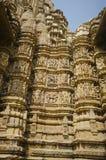 KANDARIYA MAHADEV świątynia, południe ściana erotyk rzeźby, western grupa, Khajuraho, Madhya Pradesh, UNESCO - Mandapa i sanktuar fotografia stock