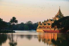 Kandawgyi湖,缅甸的(Burmar)仰光 图库摄影