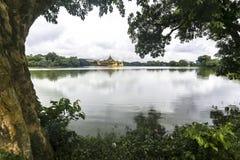 Kandawgyi jezioro Także znać jako Królewski jezioro w Yangon Myanmar Birma Azja, ten sztuczny jezioro, budujący Brytyjski jako re Fotografia Royalty Free