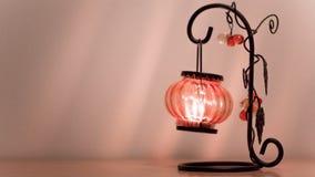 Kandelaar in de vorm van een nachtlamp waarin stock videobeelden