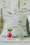 Kandelaar met vogel en sneeuwklokjes in de lente backgroud Royalty-vrije Stock Foto
