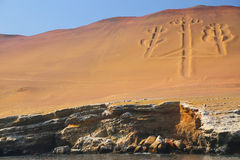 Kandelaber av Anderna i den Pisco fjärden, Peru Royaltyfri Bild