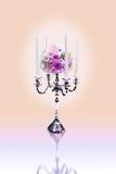 Kandelaber und Blumen-Blumenstrauß Stockbild