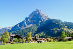 Kandersteg berg i Schweiz, Royaltyfria Bilder
