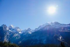 Kandersteg berg i Schweiz Arkivbilder