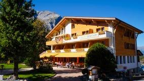 Kandersteg hotell i Schweiz, Europa Arkivbild