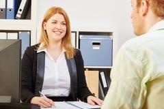 Kandidat för ett jobb under en intervju Arkivfoton