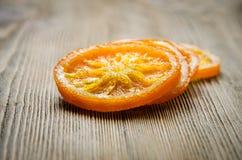 Kandierte Orangen auf Tabelle Stockfotos