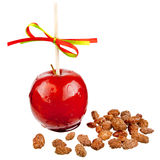 Kandierter Apfel mit Mandeln Stockbild