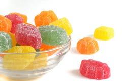 Kandiertes Fruchtgelee in einem Glasteller Lizenzfreie Stockfotografie