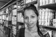"""KANDY, †de SRI LANKA """"13 de febrero de 2017: Retrato de un saleswomer Imágenes de archivo libres de regalías"""