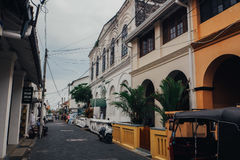 Kandy ruchliwa ulica w W centrum Kandy Drugi Co Do Wielkości mieście i Kulturalnym kapitale Sri Lanka, Fotografia Stock