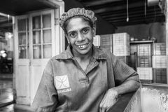 "KANDY, SRI LANKA †""13 Februari, 2017: Portret van vrouwelijke werknemer Stock Foto's"