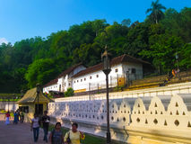 Kandy, Sri Lanka - 2 de mayo de 2009: Templo de la reliquia sagrada del diente Foto de archivo libre de regalías