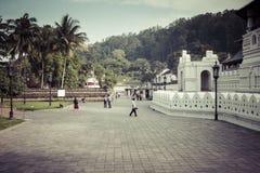 KANDY SRI LANKA - DECEMBER 01: , 2016: Tempel av den sakrala tutet Royaltyfria Bilder