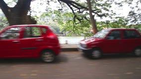 KANDY, SRI LANKA - FEBRUAR 2014: Die Ansicht der Straße in Kandy von einem beweglichen Auto Kandy ist eine bedeutende Stadt in Sr stock footage