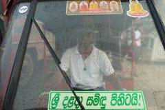 Kandy, Sri Lanka, Listopad 09, 2015: Tuku Tuk kierowca na ulicach obrazy stock