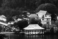 Kandy, Sri Lanka Luchtmening van boeddhistische tempel van het Heilige Tandoverblijfsel stock afbeelding