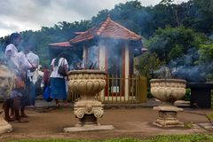 KANDY SRI LANKA - NOVEMBER 2013: Tempel av tanden utifrån arkivbilder