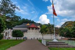 KANDY, SRI LANKA - NOVEMBER 2013: Tempel van de Tand van buiten Stock Afbeelding