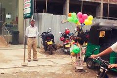 Kandy, Sri Lanka, o 22 de outubro de 2011: Na rua Imagens de Stock