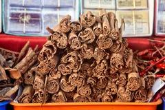 Kaneel bij markt Stock Afbeeldingen