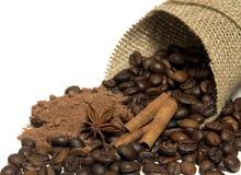 Kaneel, koffiebonen, cacao Stock Foto