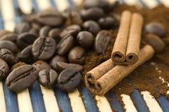 Kaneel met koffie Stock Foto's