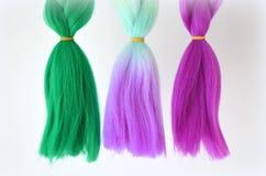 Kanekalon Filamentos artificiales coloreados del pelo Material para las trenzas de trenzado fotografía de archivo