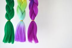 Kanekalon Filamentos artificiales coloreados del pelo Material para las trenzas de trenzado foto de archivo