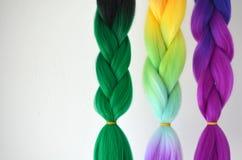 Kanekalon Filamentos artificiales coloreados del pelo Material para las trenzas de trenzado fotos de archivo