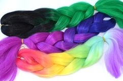 Kanekalon Filamentos artificiales coloreados del pelo Material para las trenzas de trenzado imágenes de archivo libres de regalías