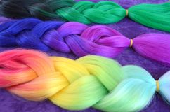 Kanekalon Gekleurde kunstmatige bundels van haar Materiaal voor het vlechten van vlechten royalty-vrije stock foto
