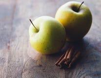 kanelbruna äpplen Royaltyfria Bilder