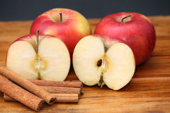 kanelbruna äpplen Royaltyfria Foton