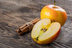 kanelbruna äpplen Royaltyfri Bild
