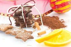 Kanelbruna kakor med kakao- och apelsinpiff Royaltyfria Foton