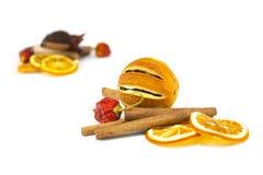 kanelbruna orange sticks Arkivfoton