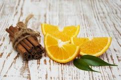 kanelbruna orange sticks Arkivfoto