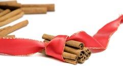 kanelbruna röda bandrullar Royaltyfri Foto