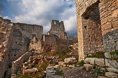 Kanfanar Istria, Kroatien: fördärvar av Dvigrad, som överges mig royaltyfria foton