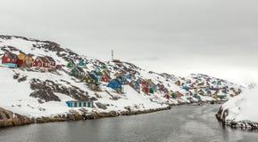 Kangamiut全景-在茫茫荒野中北极村庄 图库摄影